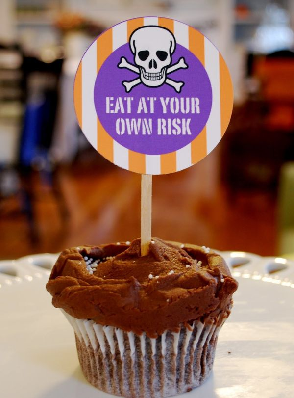 """Attach these printables to toothpicks or lollipop sticks to create fun cupcake toppers.  (Photo by <a href=""""http://pumpkinpet"""