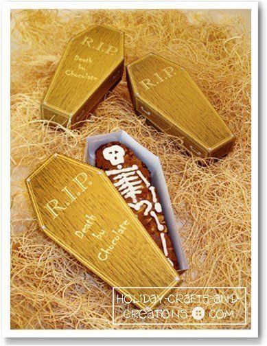 These mini coffin boxes are the perfect place to bury some freshly baked brownies or any other treats you're willing to give