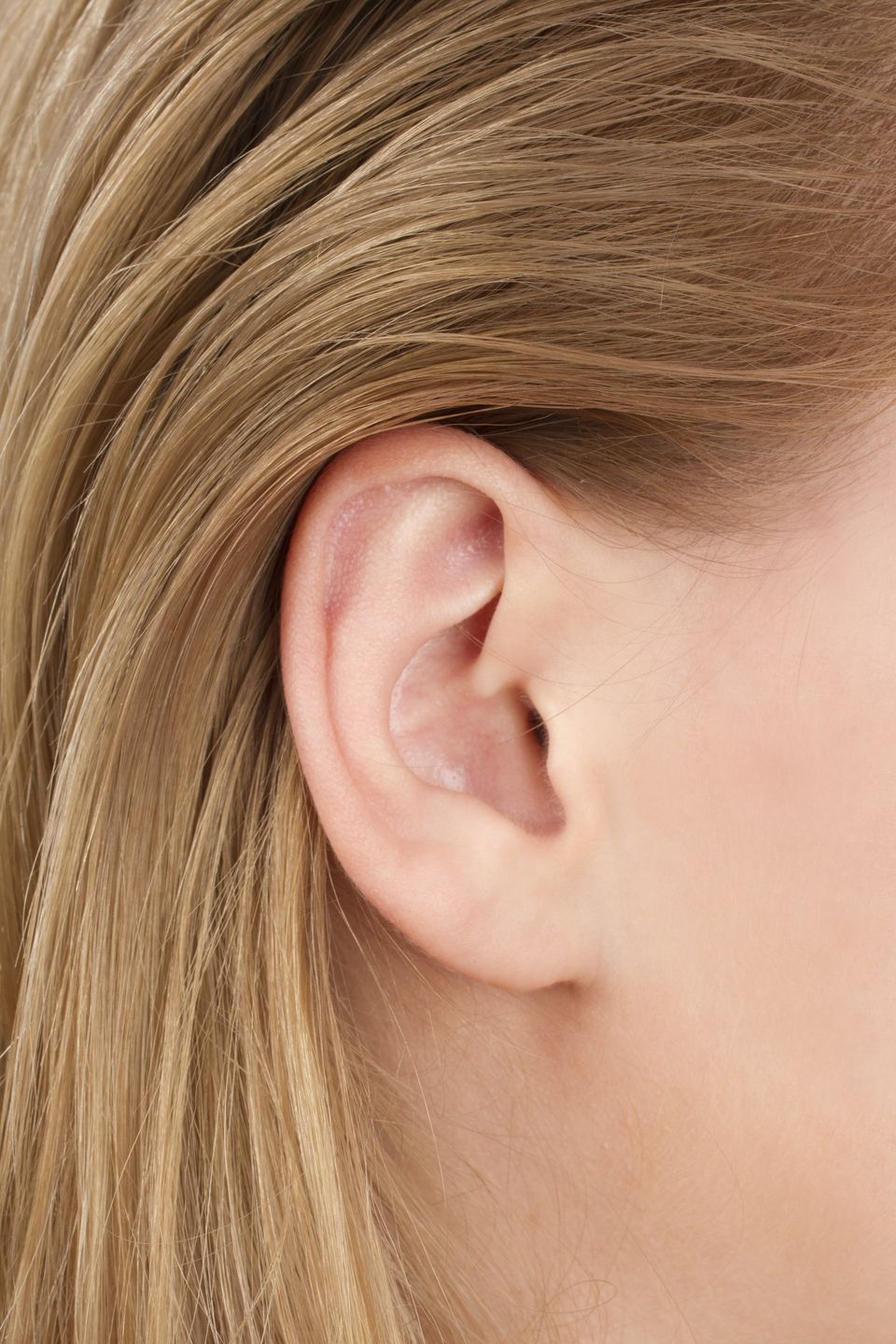 People who are using their left hands when listening may more easily hear rapidly changing sounds than those who are using th
