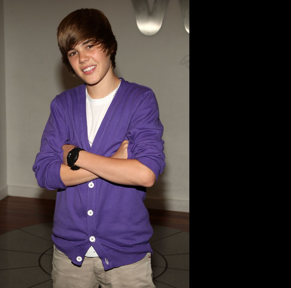 NEW YORK - SEPTEMBER 01: Musician Justin Bieber visits the Nintendo World Store on September 1, 2009 in New York City. (Photo