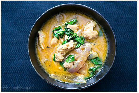 "<strong>Get the <a href=""http://www.simplyrecipes.com/recipes/basil_chicken_in_coconut_curry_sauce/"" target=""_blank"">Basil Ch"
