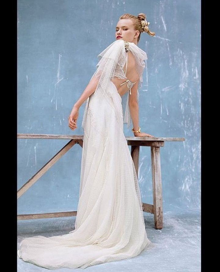 9 Wedding Dresses With Dramatic Back Details Huffpost Life