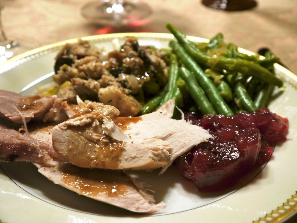 """<strong>Serving Size:</strong> <a href=""""http://www.huffingtonpost.com/2011/11/22/thanksgiving-serving-size_n_1106452.html#sli"""