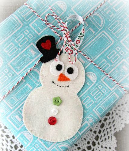"This adorable <a href=""http://www.huffingtonpost.com/2012/12/21/felt-snowman-gift-tag-ornament_n_2339926.html?utm_hp_ref=huff"