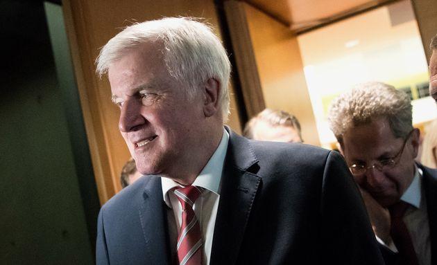 Migranten-Verbände fordern Seehofer (CSU) in offenem Brief zum Rücktritt