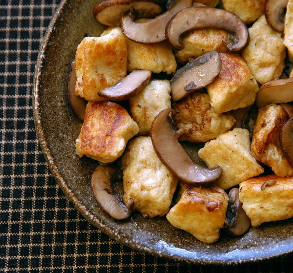 """<strong>Get the <a href=""""http://www.reclaimingprovincial.com/2011/01/16/pan-fried-gnudi-with-brown-butter-mushrooms/"""">Pan Fri"""