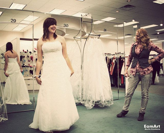 90caf63f17847 12 Wedding Dress Shopping Tips to Make 'Saying Yes' Less Stressful ...