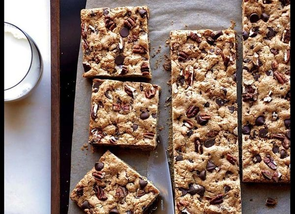 "<strong>Get the <a href=""http://www.huffingtonpost.com/2011/10/27/chocolate-chip-pecan-cook_n_1061076.html"" target=""_hplink"">"