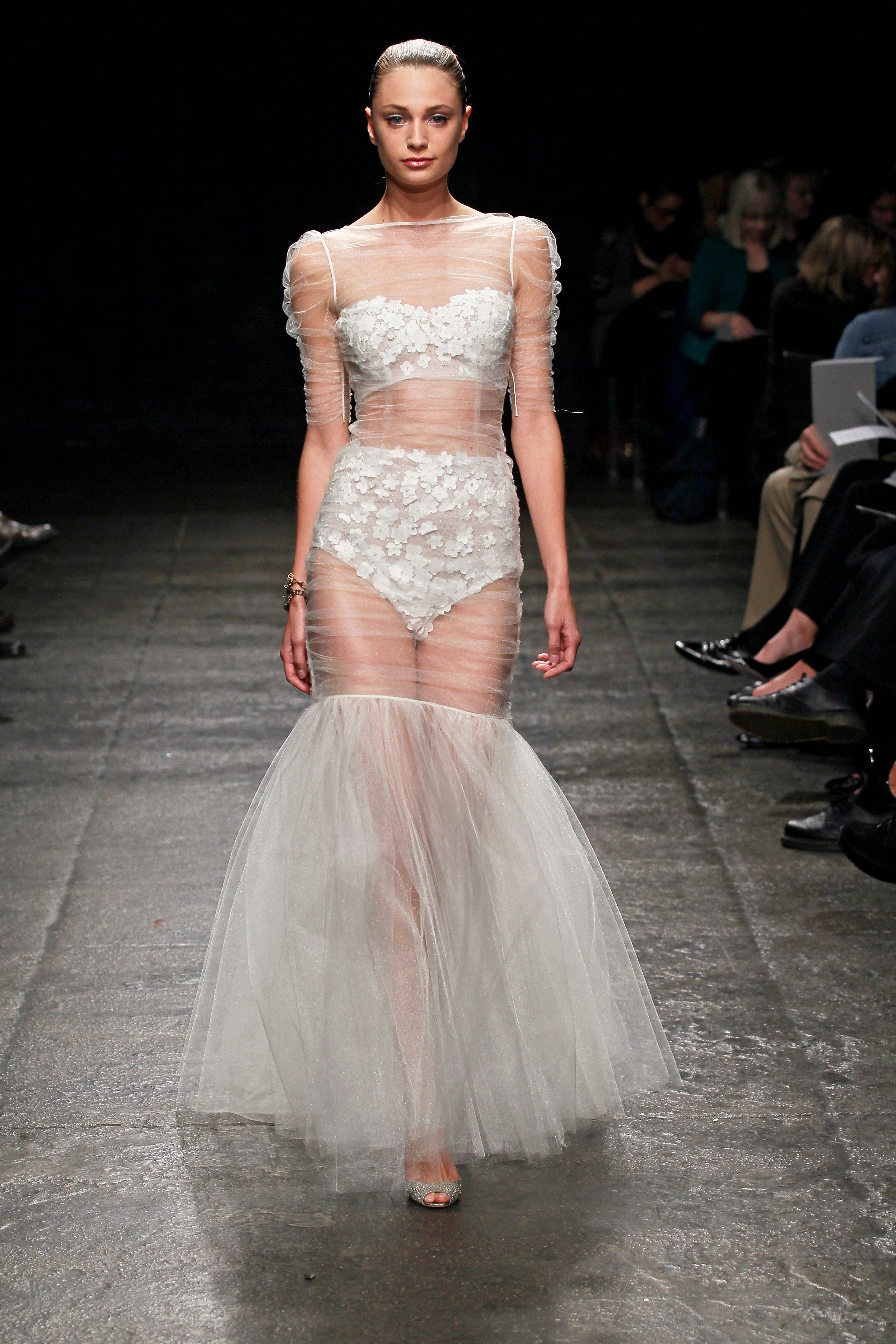 это хозяин самые откровенные платья на свадьбу стремление называть вещи