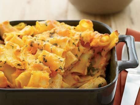 "<strong>Get the <a href=""http://www.huffingtonpost.com/2011/10/27/carrot-macaroni-and-chees_n_1058274.html"">Carrot Macaroni a"