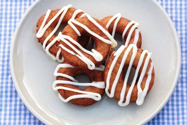 """<strong>Get the <a href=""""http://www.abeautifulmess.com/2012/01/carrot-cake-red-velvet-cake-donuts-.html"""" target=""""_blank"""">Carr"""