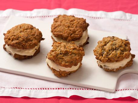 "<strong>Get the <a href=""http://www.huffingtonpost.com/2011/10/27/carrot-cake-whoopie-pies_n_1056809.html"">Carrot Cake Whoopi"