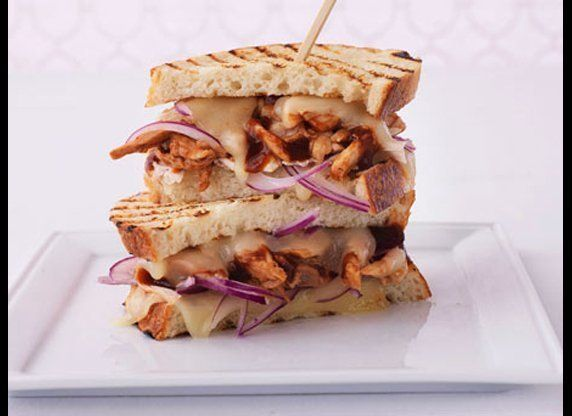 """<strong>Get the <a href=""""http://www.huffingtonpost.com/2011/10/27/pulled-barbecued-chicken-_n_1061489.html"""" target=""""_hplink"""">"""