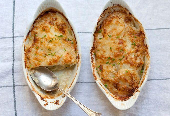 "<strong>Get the <a href=""http://bijouxs.com/2011/08/28/bijouxs-basics-potato-gratin-with-green-chile/"">Green Chile Potato Gra"