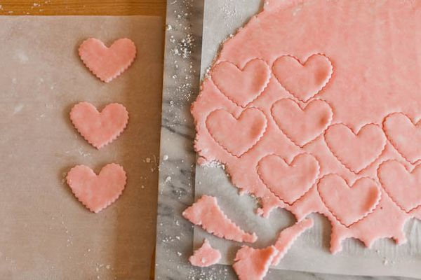"<strong>Get the <a href=""http://achowlife.com/2012/02/homemade-candy-for-your-valentine-peppermint-hearts.html"">Peppermint He"