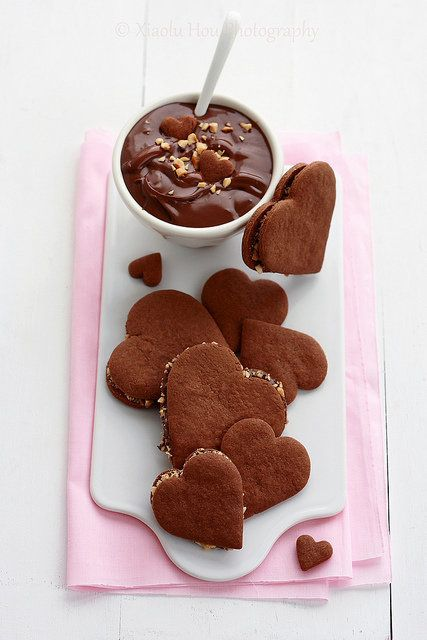 "<strong>Get the <a href=""http://www.6bittersweets.com/2011/01/chocolate-nutella-alfajores-dessert.html"">Chocolate Nutella Alf"