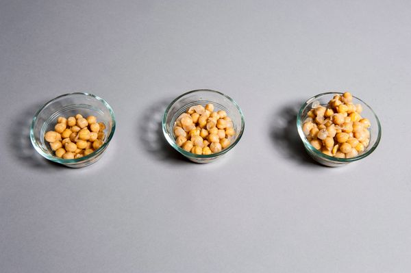 Progresso Chickpeas <br> Chickpeas are another high volume, low cal choice, with plenty of fiber and protein.  <br> 50 cals -