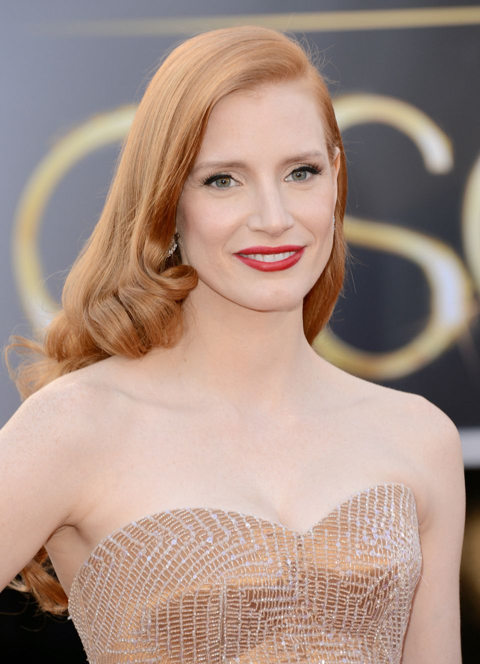 Now this is Hollywood glamour. Her soft waves, liquid liner and red lipstick exude the perfect amount of vintage appeal. Well