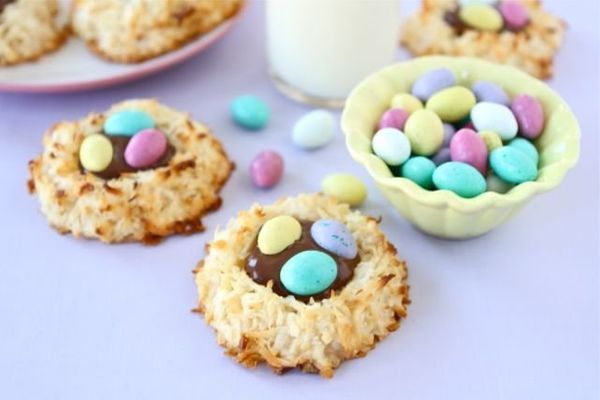 """<strong>Get the <a href=""""http://www.twopeasandtheirpod.com/coconut-macaroon-nutella-nests/"""">Coconut Macaroon Nutella Nests</a"""