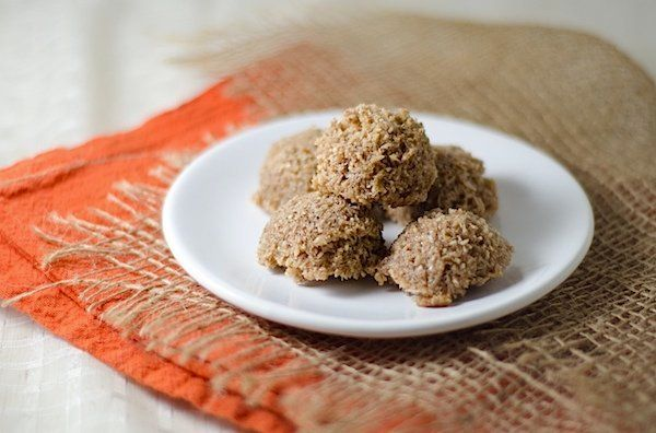 """<strong>Get the <a href=""""http://thechiclife.com/2012/10/cinnamon-pecan-dehydrated-coconut-macaroons-recipe.html"""">Cinnamon Pec"""