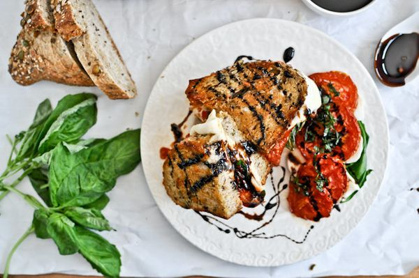"<strong>Get the <a href=""http://www.howsweeteats.com/2012/05/roasted-tomato-caprese-grilled-cheese/"" target=""_blank"">Roasted"