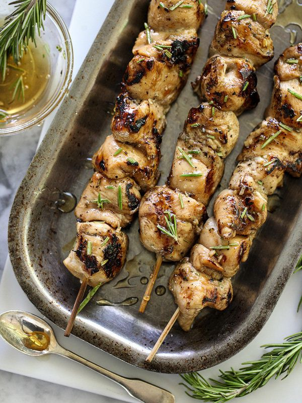 "<strong>Get the <a href=""http://www.foodiecrush.com/2014/05/balsamic-and-honey-chicken-skewers-and-introducing-hatchery/"" tar"