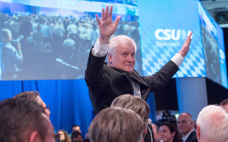 Parteitag: CSU redet sich Mut zu – doch nicht alle machen mit