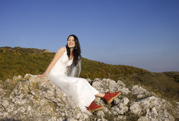 beautiful bride posing on rocks ...