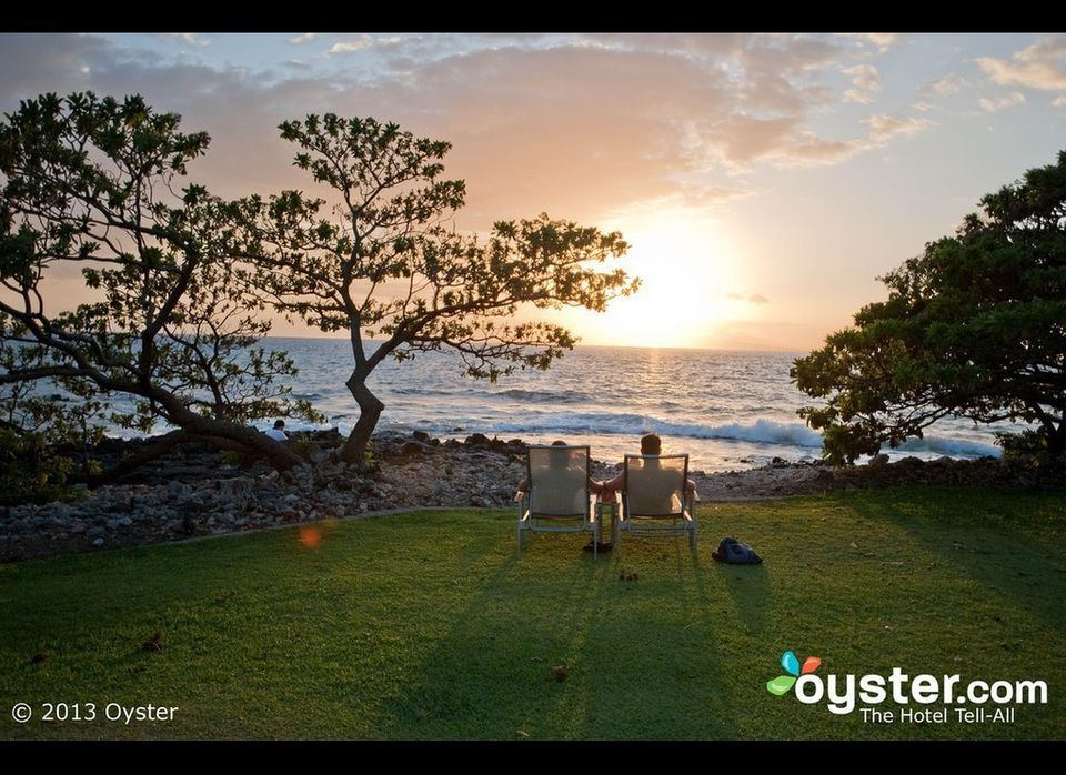 """Situated on a (large) rock between two beaches, the 22-acre, 546-room <a href=""""http://www.oyster.com/hawaii/hotels/marriott-w"""