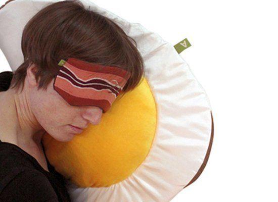 """Bacon And Egg Sleep Ware   <a href=""""http://www.aufschnitt.net/products.php?spiegeleikissen&cPath=8"""" target=""""_hplink"""">aufschni"""