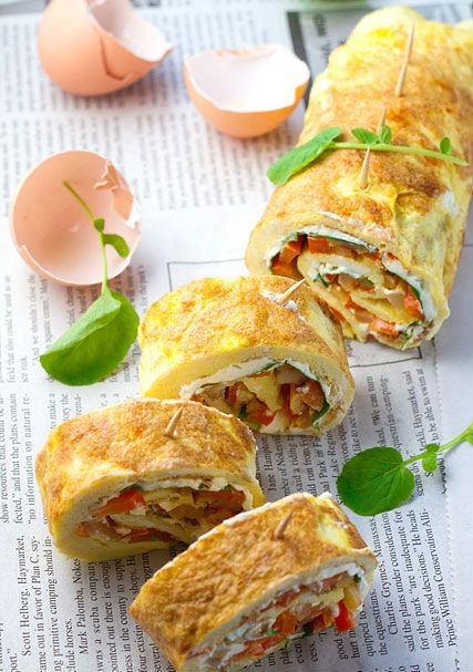 """<strong>Get the <a href=""""http://www.veggiebelly.com/2010/06/omelette-rollups-roulade-smoky-fried-potatoes-cream-cheese-waterc"""