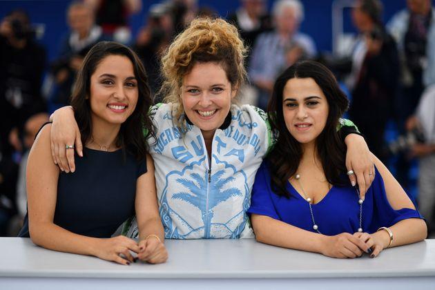 Meryem Benm'Barekentourée de ses actrices,Maha Alemi et Sarah