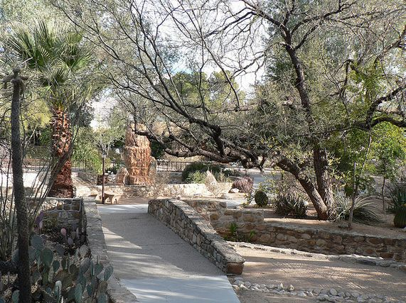 """The gold standard of detox retreats, <a href=""""http://www.canyonranch.com/"""" target=""""_blank"""">Canyon Ranch</a> has become synony"""