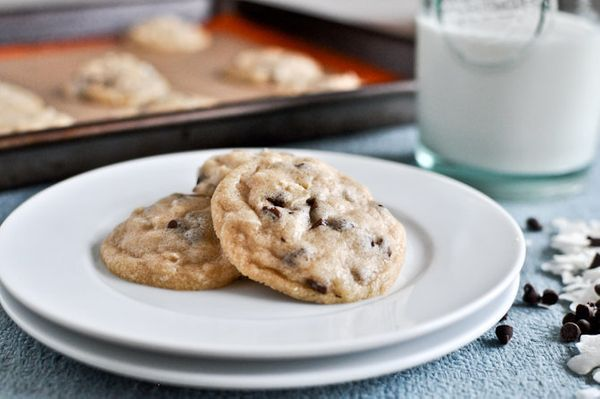 "<strong>Get the <a href=""http://www.howsweeteats.com/2012/04/mini-coconut-chocolate-chip-cookies/"" target=""_blank"">Mini Cocon"
