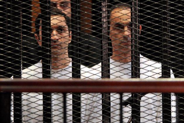 Alaa et Gamal Mubarak, fils de l'ancien président égyptien Hosni Mubarak, lors de leur...