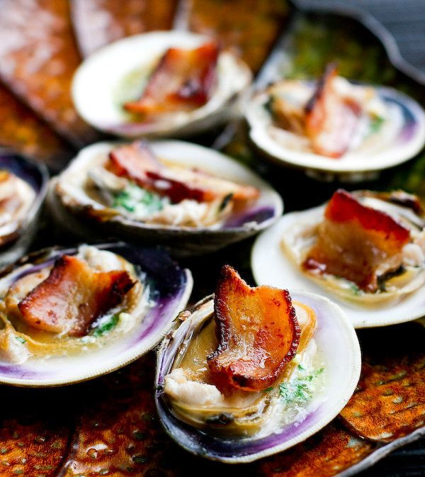 "<strong>Get the <a href=""http://www.steamykitchen.com/6741-clams-casino.html"" target=""_blank"">Clams Casino recipe </a>by Stea"