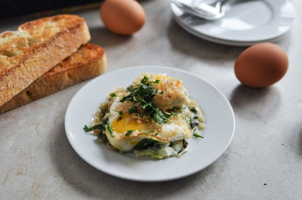 """<strong>Get the <a href=""""http://www.howsweeteats.com/2012/12/fontina-and-spinach-baked-eggs-with-garlic-brown-butter-breadcru"""
