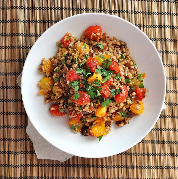 """<strong>Get the <a href=""""http://breannasrecipebox.blogspot.com/2013/06/roasted-tomato-and-caramelized-onion_6.html"""" target=""""_"""
