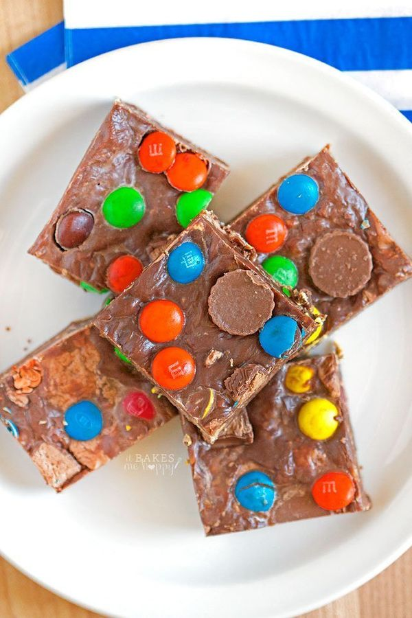 """<strong>Get the <a href=""""http://www.somethingswanky.com/fudgy-no-bake-bars/"""" target=""""_blank"""">Fudgy No Bake Bars recipe</a> fr"""
