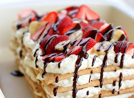 """<strong>Get the <a href=""""http://www.the-girl-who-ate-everything.com/2012/06/banana-split-icebox-cake.html"""" target=""""_hplink"""">B"""