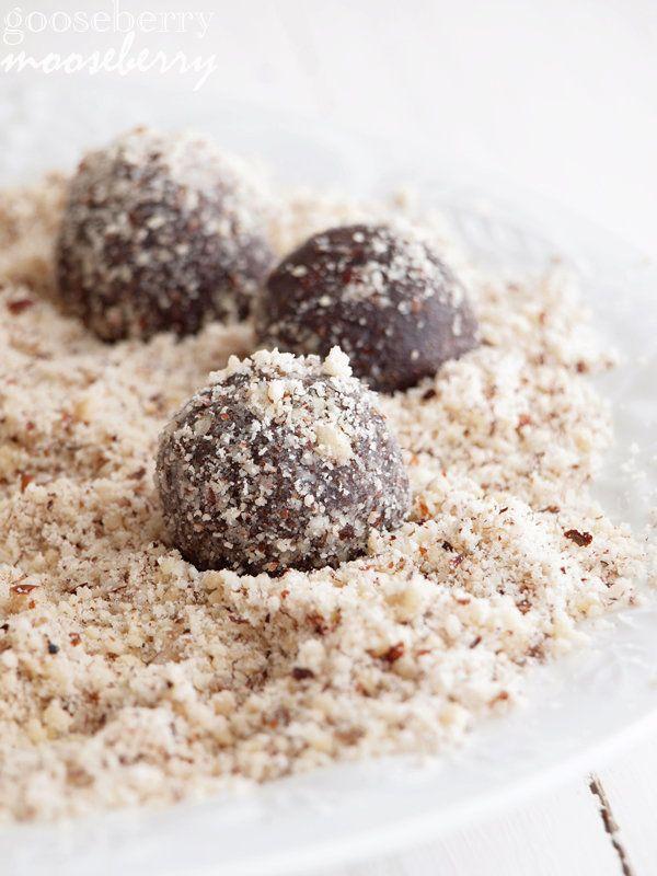 """<strong>Get the <a href=""""http://www.gooseberrymooseberry.com/2012/07/no-bake-cocoa-cookie-balls.html"""">No-Bake Cocoa Cookie Ba"""