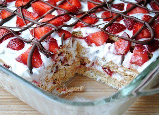 "<strong>Get the <a href=""http://www.sohowsittaste.com/2012/05/no-bake-strawberry-icebox-cake.html"" target=""_hplink"">No-Bake S"