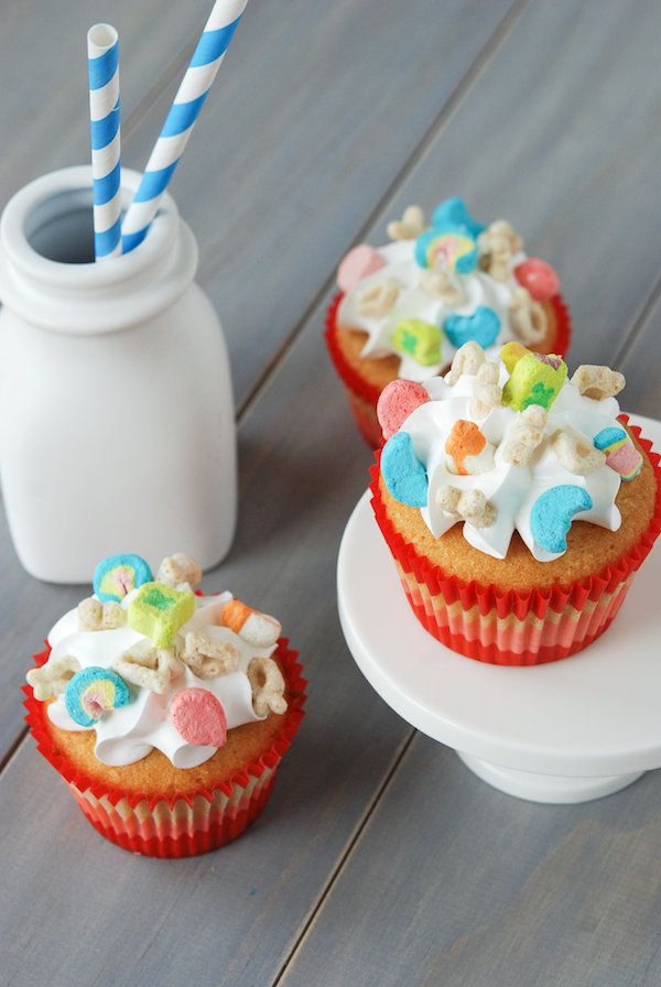 """<strong>Get the <a href=""""http://www.thenovicechefblog.com/2013/08/lucky-charms-cupcakes-cereal-sweets-treats-cookbook-giveawa"""
