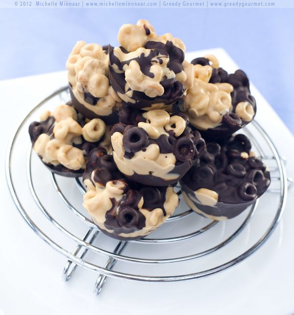"""<strong>Get the <a href=""""http://www.greedygourmet.com/recipes-by-cooking-times/30-mins-or-less/chunky-chocolate-cheerios/"""" ta"""