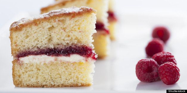 victoria sponge cake with cream ...