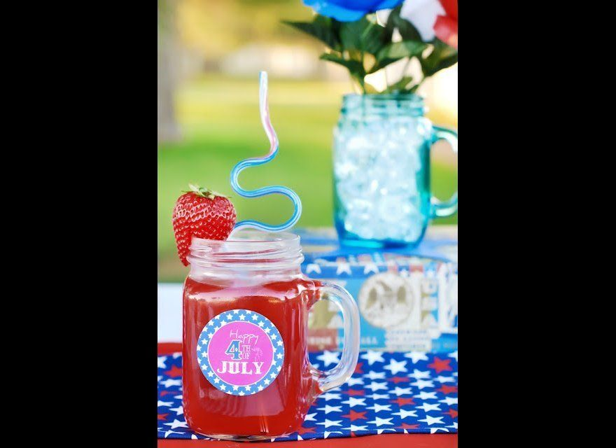 "These adorable <a href=""http://www.bystephanielynn.com/2011/06/celebrating-4th-of-july-on-budget.html"" target=""_hplink"">medal"