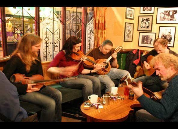 "Many pubs in Ireland schedule regular jams for traditional Irish musicians.  Bartenders generally will know when the next ""se"