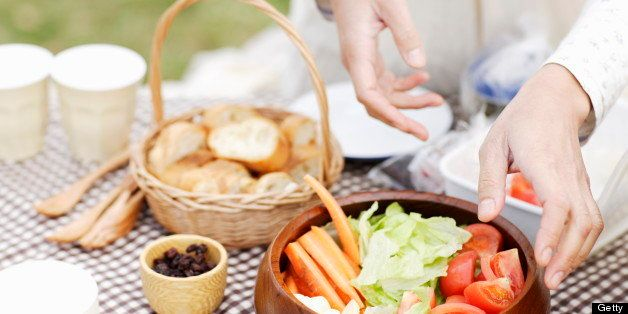 Healthy Picnic Recipes: Nutrition Experts Share Their Favorite Outdoor Eats