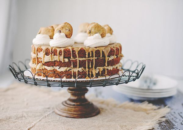 """<strong>Get the <a href=""""http://loriesmississippikitchen.com/2014/05/chocolate-chip-cookie-layer-cake-with-cookie-dough-filli"""