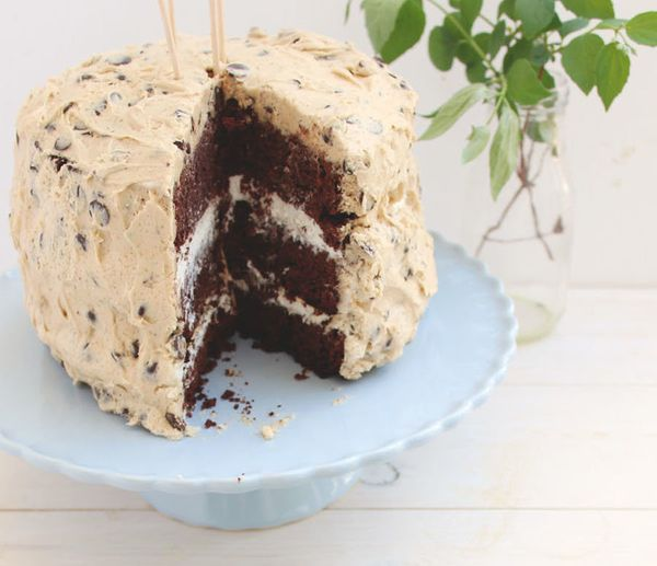 """<strong>Get the <a href=""""http://honeyandfigskitchen.com/2014/04/cookie-dough-whipped-cream-chocolate-cake.html"""" target=""""_blan"""